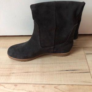 BRAND NEW Michael Kors Kenton boot. Size 9